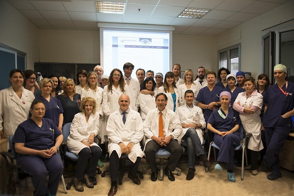 b99af6b4cb L'equipe medica e infermieristica del centro oculistico San Paolo